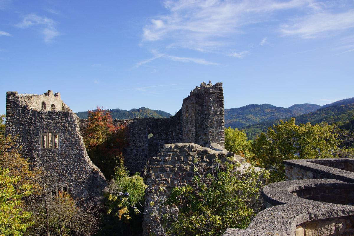 Ansicht der Burg Badenweiler; Foto: Badenweiler Thermen und Touristik GmbH, Karin Schmeißer