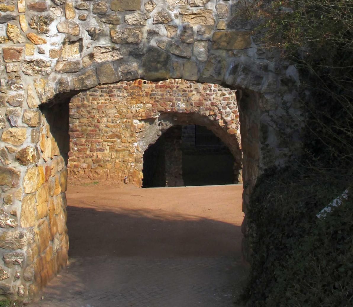 Blick ins Innere der Burgruine; Foto: Staatliche Schlösser und Gärten Baden-Württemberg, Corinna Greb