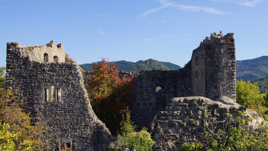 Ehemaliger Wohntrakt der Burg Badenweiler; Foto: Badenweiler Thermen und Touristik GmbH, Karin Schmeißer