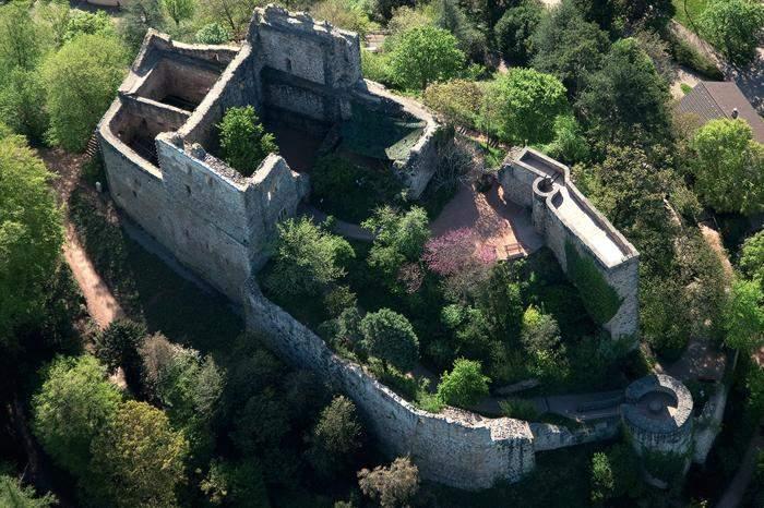 Luftansicht der Burg Badenweiler