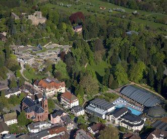 Luftansicht von Badenweiler; Foto: Staatliche Schlösser und Gärten Baden-Württemberg, Achim Mende