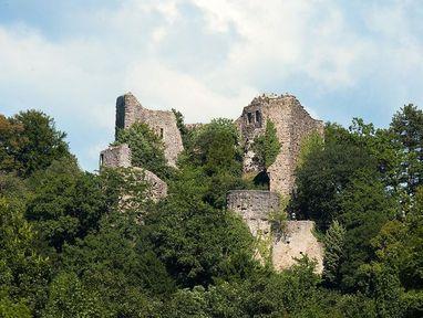 Burg Badenweiler von unten